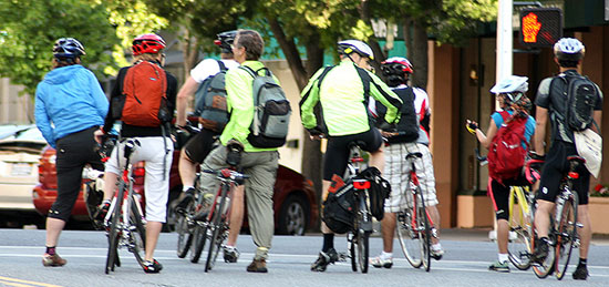 自転車の 自転車 通勤 服装 夏 : 自転車通勤を継続させるための ...