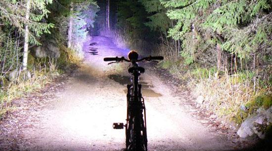 夜に活躍する自転車用ライト ...