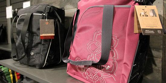 女性の自転車通勤用バッグ ...